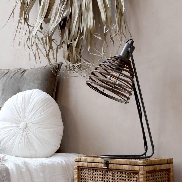 Lampe med rattan skærm - Chic Antique